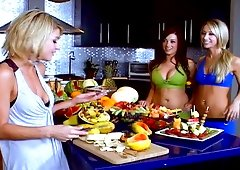 Two blondes and plus a brunette hair toy their asses after a breakfast