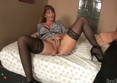 Hussy Mommy enjoys rimming & tongue hob
