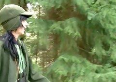 Deutsche geile Jaegerin fickt mit einem Unbekannten